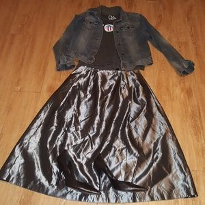 Silver taffeta skirt, with front pockets!